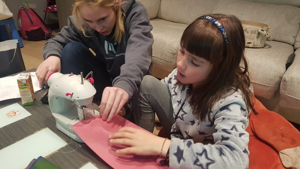 Learning to sew on Alèxia's new sewing machine