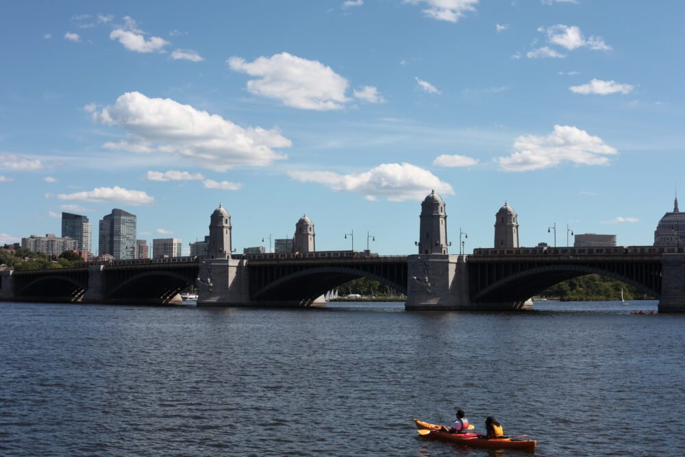 a photo of the Longfellow Bridge, with the T passing through