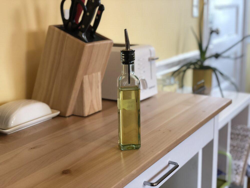 a photo of an oil dispenser