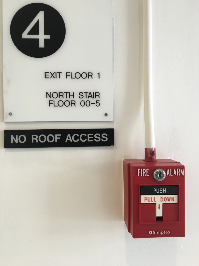 stairwell sign with a circled 4 next to fire alarm